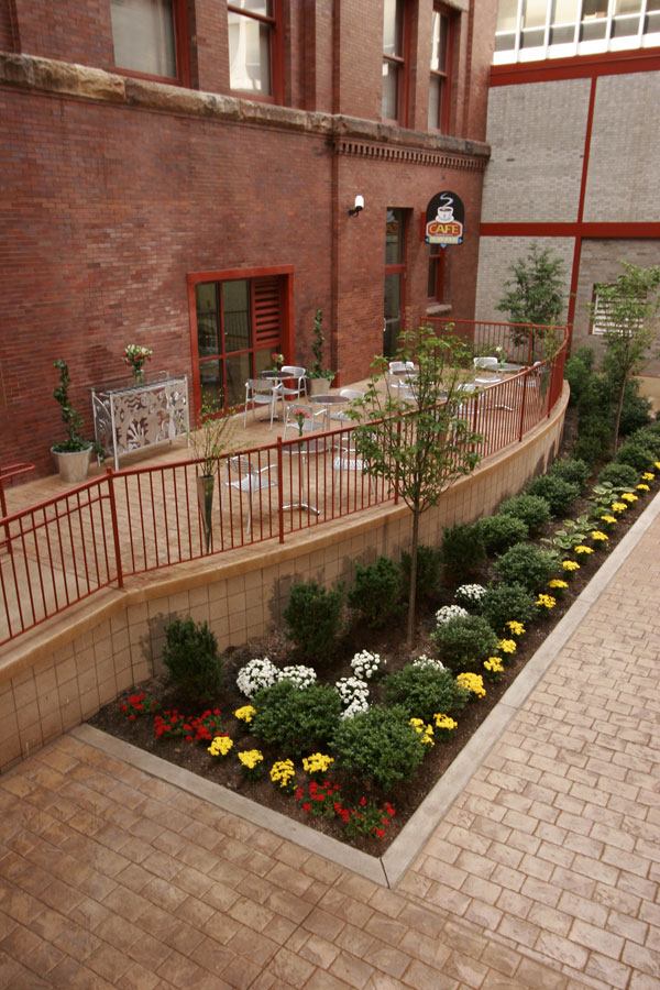 heinz-lofts-patio